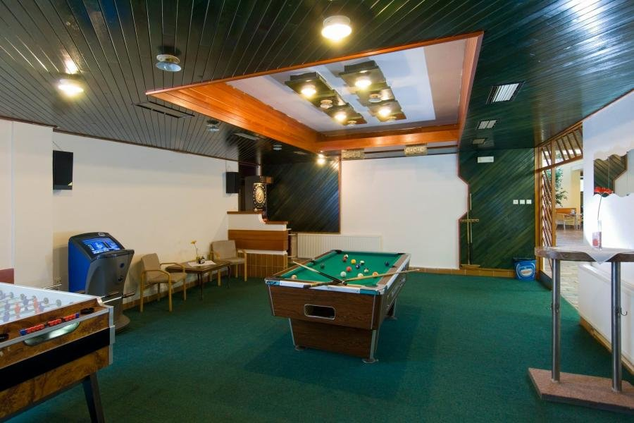 , Sport hotel Olympia, Stachy