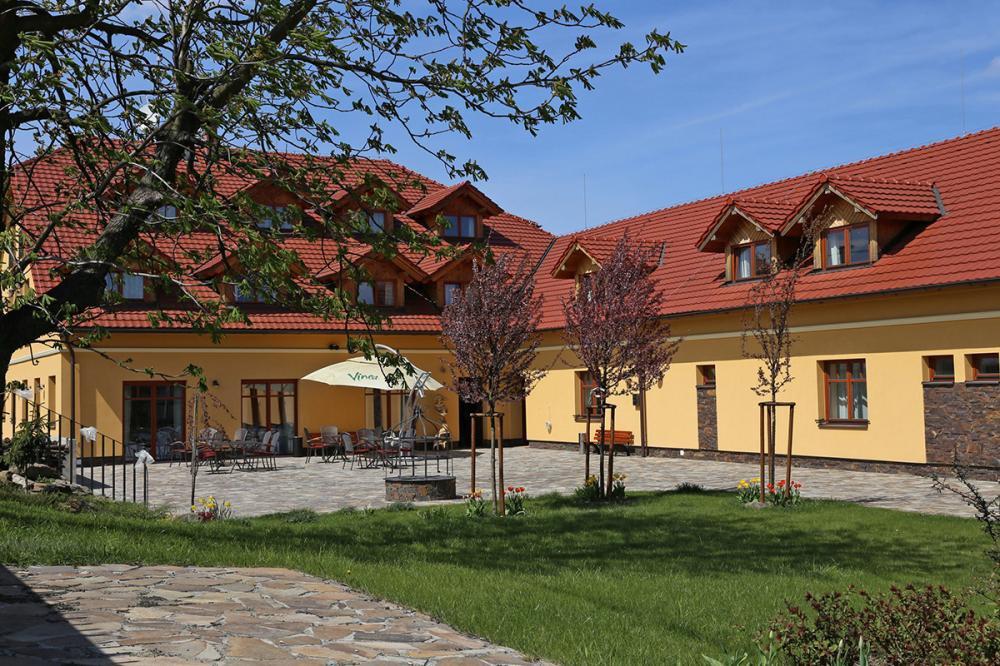 Hotel Palfrig, Stará Ves nad Ondřejnicí