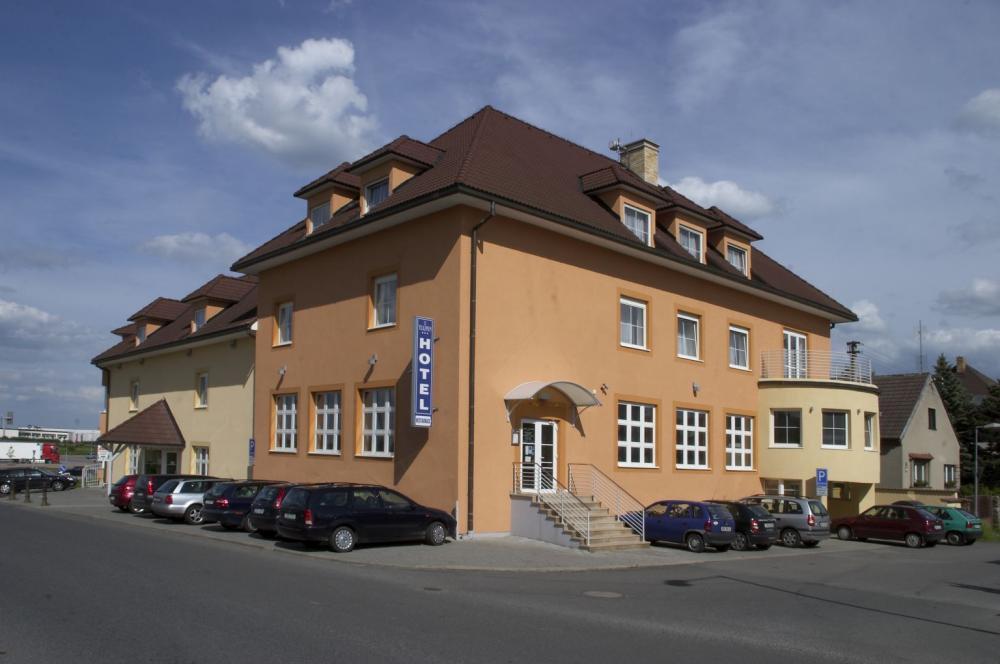 HOTEL TULIPÁN, Průhonice