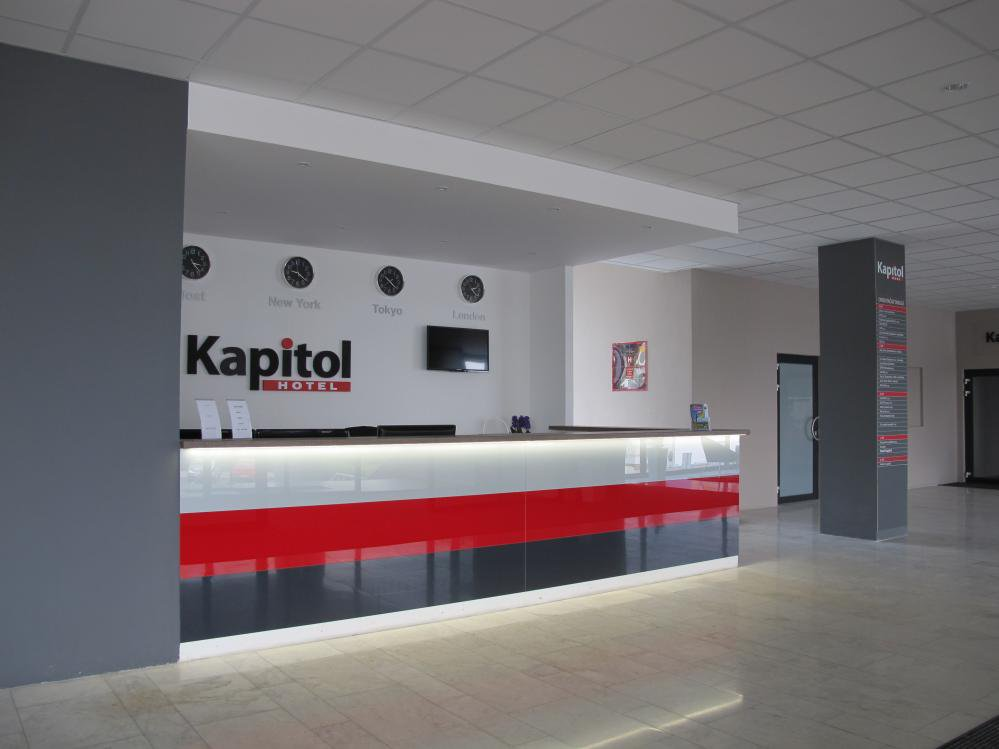 , Hotel Kapitol, Most