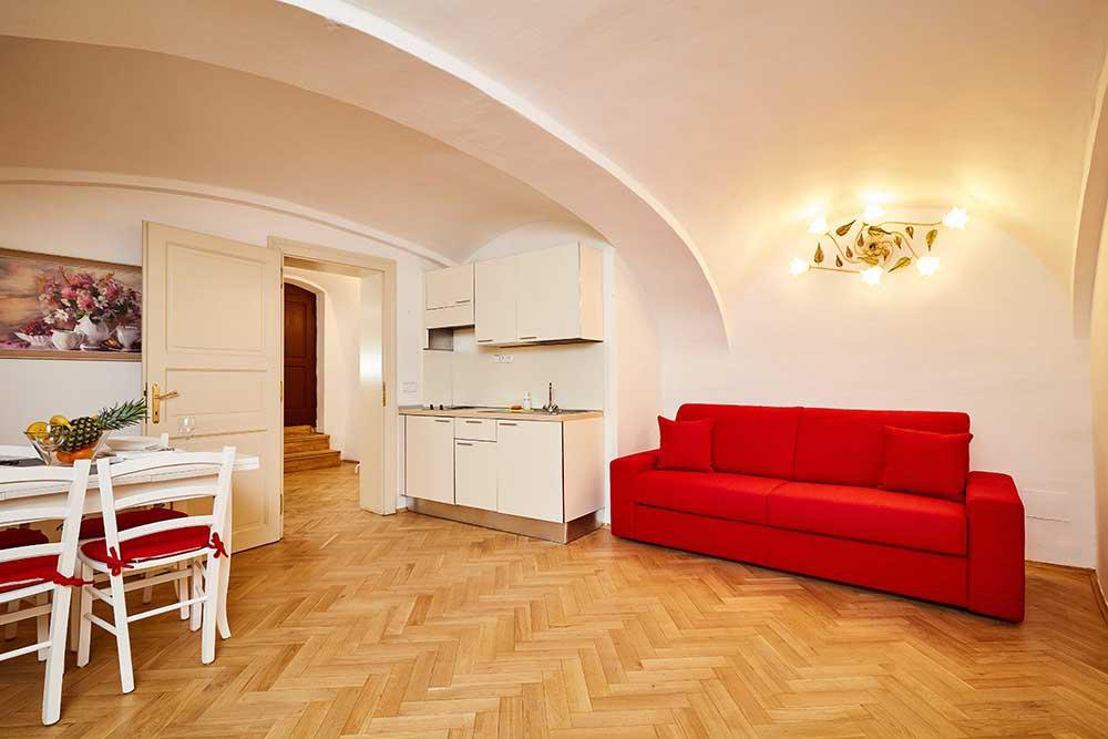 , Three Golden Crowns Apartments, Praha