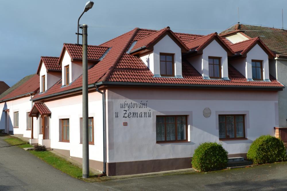 Ubytování u Zemanů, Chrášťany