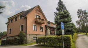 Hotel Sirákov, Liptál