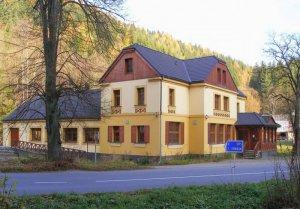 Hotel Růžové údolí, Pivonín