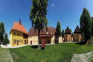 Zámecký Dvůr Černousy, V Poli