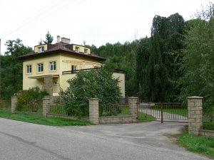 Penzion Továrníkova vila, Skuhrov nad Bělou