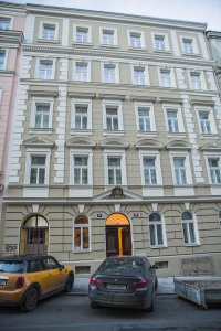 Gregory House, Praha