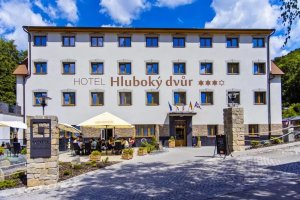 Hotel Hluboký dvůr, Hlubočky